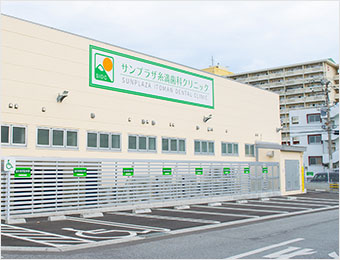 広い駐車場を完備画像